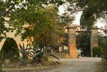 Château du Grand Caumont / Visite du vignoble et des chais au Château du Grand Caumont en Corbières dans le Languedoc Roussillon Réservez avec winetourbooking.com