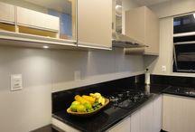 Cozinhas que amamos / A cozinha é o lugar onde todo mundo se encontra para conviver e experimentar aromas e sabores.