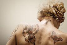 """""""The Broken Circle Breakdown"""" movie Tattoos by Emy La Perla / Images des tatouages d'Elise dans le film """"Alabama Monroe"""" (""""The Broken Circle Breakdown""""), réalisés par l'artiste brusselloise Emy La Perla. """"J'ai rencontré Emy La Perla lors de la préparation du film. Ce fut une rencontre fantastique, j'ai beaucoup appris sur l'art du tatouage et j'ai adoré son style de dessin. Je lui ai donc demandé si cela l'intéresserait de dessiner les tatouages d'Elise."""" Felix Van Groeningen http://www.laperlatattooparlor.com/"""