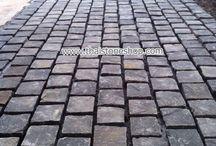หินธรรมชาติ cobble สีดำขนาด 10x10x5 cm. งาน จ.เชียงราย / ติดตั้ง หินธรรมชาติ cobble สีดำขนาด 10x10x5 cm. โดยทีมช่างของโครงการเอง งานพื้นถนนภายในโครงการ service apartment ที่จ.เชียงราย พื้นที่ติดตั้งประมาณ 600 ตรม. สวย เเข็งเเรง เเละทนทาน อายุการใช้งานยาวนาน ครับ