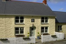 The OLD SWAN INN - Pembrokeshire Holiday Cottage / The Old Swan Inn - Holiday Cottage in Pembrokeshire.  Cottage and grounds.