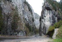 Békás szoros meredek szikla falakkal