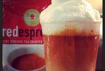 red espresso from South Africa / red espresso® is kein normaler Tee und auch kein typischer Espresso.  Mit der Zubereitung von Rooibos als Espresso öffnet red espresso® eine Welt der kaffeetypischen Getränke für alle, die keinen Kaffee trinken möchten oder die aufgrund des Koffeingehaltes versuchen, auf Kaffee zu verzichten.