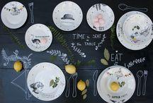 """Table plates / Remake je napravio nove setove tanjira za stol. U ponudi imamo 3 razlicita seta od 3 velicine tanjira. 1. kolekcija """" Romantic"""" sastoji se od plitkog tanjira /28 cm, dubokog tanjira 23 cm, i desertnog tanjirica 19 cm."""