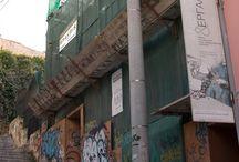 Διατηρητέο Κτίριο στην Πλάκα - Σκαλωσιές Μακρής / Η εταιρία Σκαλωσιές Μακρής ανέλαβε την στήριξη της ανακαίνησης του διατηρητέου αυτού κτιρίου στη συμβολή των οδών Πανός 24 και Αρετούσας στην περιοχή της Πλάκας του Δήμου Αθηναίων. Κύρια χαρακτηριστικά των ικριωμάτων Σκαλωσιές Μακρής που τοποθετήθηκε είναι η Προστατευτική Σκάφη με Ξύλινα Μαδέρια που προσφέρει προστασία και ασφάλεια για την αποφυγή πτώσης αντικειμένων σε διερχόμενους.  Δείτε περισσότερα στο www.skalosies-makris.gr