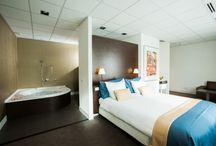 Hotel / Hotel Zuiver, gelegen aan de rand van het Amsterdamse Bos in Amsterdam, daar kom je pas écht tot rust! Zowel sport als ontspanning zijn bij je overnachting in het hotel inbegrepen. Leef je uit met tennis, squash of fitness (fitness entree inbegrepen). Ontspan tijdens een beauty behandeling of wellness experience in de moderne spa van 13.000 m² (spa entree inbegrepen). Of trek je terug in een van de luxe hotelkamers en suites.