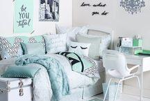 Smoll bedroom