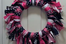 DIY: Wreaths / by Tina Gray