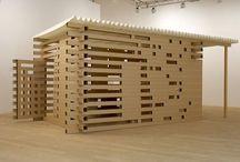 PLENER: instalacja, przestrzeń / Działania w przestrzeni inspirowane pejzażem i architekturą z wykorzystaniem papieru i rzeźby.