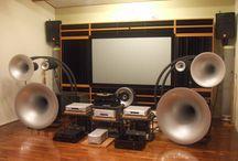 Hi-Fi Hi-End Environments / Ambienti di ascolto audio video casalinghi