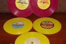 Singles EP Records Vintage Red Green Yellow Black