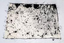 """Exhibition """"ALESSANDRA SEQUEIRA"""" / O conjunto de trabalhos da artista costarriquenha Alessandra Sequeira é formado pela construção e desconstrução de composições sobre diferentes suportes, como tecido e papel. A artista busca a experimentação da linha através do gesto espontâneo, do percurso do traçado materializado pelo pensamento. A intensidade da cor e a espessura da linha são as geradoras do movimento permanente. As formas surgem livres da representação real, como numa dança as cores criam paisagens não figurativas."""