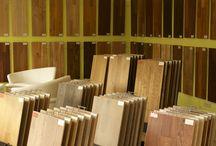 LAMINÁTOVÉ PLOVOUCÍ PODLAHY / JAK SE V NABÍDCE LAMINÁTOVÝCH PODLAH ZORIENTOVAT ? Prvním krokem při výběru podlahy by mělo být zvážení, do jakého prostoru bude podlaha instalována,  jaká bude zátěž v daném prostoru a v neposlední řadě hraji svoji roli i finální vzhled podlahy.  http://podlahove-studio.com/content/9-laminatove-plovouci-podlahy