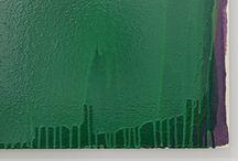 FARBE (Glossar) / Farbe ist eine formlose optische Erscheinung, die durch Licht erzeugt wird. Sie ist die Grundvoraussetzung für Malerei. Im Sinne von Farbmittel meint Farbe das primäre und traditionelle Material der Malerei. Dieses wurde zunächst aus Farbpigmenten hergestellt, die aus natürlichen Stoffen, wie Wurzeln, Pflanzen oder Steinen gewonnen und in Verbindung mit Bindemitteln wie beispielsweise Öl zu einem Malmaterial verarbeitet (...) mehr: http://kunstraum-alexander-buerkle.de/farbe/