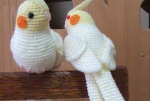 Uccelli realizzati all'uncinetto
