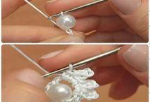 Crochet con perlas incrustadas