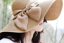 Hoeden en tassen / Tassen en hoeden