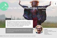 Living Lab Veehouderij / In Friesland is het initiatief genomen om te komen tot een 'Living Lab natuur-inclusieve veehouderij'. Het 'living lab' is een initiatief van het burgerinitiatief Kening fan'e Greide / King of the Meadows. In het living lab worden verschillende ontwikkelingen en initiatieven rondom natuur inclusieve-landbouw in Nederland met elkaar verbonden. Het initiatief wordt gesteund door provincie Fryslan en het ministerie van EZ.