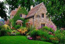 Virágos házak, előkertek...