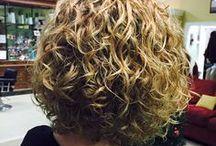 krøllede hår