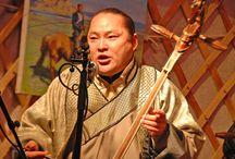 Hát đồng song thanh / Hát đồng song thanh hay được biết đến trên thế giới với cái tên Tuvan Throat Singing, Khoomei (Khơ mây), Hooliin Chor. Là một biến thể đặc biệt của hòa âm giọng hát, được hình thành và phát triển từ Mông Cổ, Nội Mông, Tuva và Siberia. Nó được tổ chức UNESCO công nhận là di sản văn hóa phi vật thể năm 2009 dưới cái tên Nghệ thuật hát Mông Cổ, Khơ mây... Vậy kỹ thuật hát này có gì đặc biệt? Hãy cùng ADAM Muzic tìm hiểu câu trả lời qua bài viết dưới đây nhé