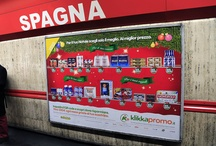 Scaffale virtuale di Natale / Il primo scaffale interattivo in Italia si trova nelle Metropolitane di Milano e Roma e ti consente di scoprire le offerte dei supermercati nei pressi delle fermate della metro, anche a Natale!