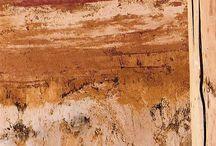 Natural ecological design - Přírodní materiály / Most natural materials posses the potential of very low LCA - such buildings can mostly proudly express to be in nice compliance  with the natural enviroment. Let's forget numbers and look also at the beauty of the materials such as straw and nature of wood or the craft work of the clay plaster... Řada přírodních materiálů má potenciál velmi nízké ekologické stopy. Práce s nimi strhává nové nadšence, ale finální design  závisí také na kvalitním řemeslu ...