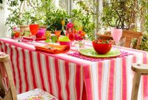 Outdoor Entertaining / Table settings and outdoor decor for the Summer!