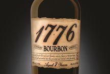1776 Whiskey / Mit dem traditionsreichen 1776 Whiskey der Familie Pepper wird Geschichte lebendig. Entdeckt den nostalgischen Flair dieses aromatischen Bourbons aus Indiana und erlebt das amerikanische Whiskey-Universum auf eine ganz neue Weise.