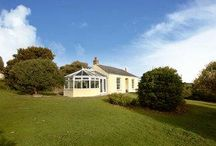 Cregaminnis (487), Perranporth / Just over a mile from the glorious sandy beach at Perranporth, this peaceful and detached single storey cottage, formerly a 19th century counting house is set in a large country garden with lovely rural views over open countryside.
