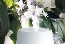 Julia the aroma diffuser / - Unique swing mode Aroma Swing™ - Illuminated mist outlet, LEDs can be dimmed or switched off - Interval Mode with up to 54 hours running time