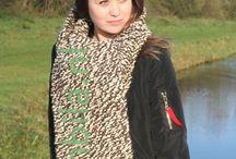 Isa en Bila, winteressentials / De heerlijkste handgemaakte sjawls, cols, omslagdoeken en bear-ear-hoodies. Zit je kleur er niet tussen? Laat het weten en ik maak hem voor je... Nu in de winkel...... www.isaenbila.nl