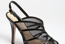 Shoes, belts and bags / by Liliana Moyano