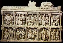 ARTE CRISTIANA / Alcuni esempi di arte cristiana, affermatasi a partire dall'Editto di Costantino. Il Cristianesimo, che non disponeva di tardizioni artistiche proprie ma riteneva l'arte un prezioso strumento di propaganda, assume le caratteristiche figurative proprie dell'arte romana ed introduce propri contenuti.