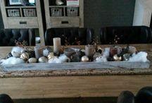Kerst / Wat kerstballen, kaarsen en sneeuw en je hebt een leuke tafeldecoratie.