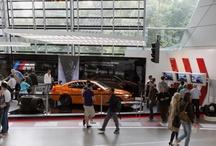 BMW M Yenilenen BMW Welt'te / Bugünlerde BMW Welt'te yenilenen bölümlere M de eklendi. Yeni stand tasarımı ile dünyanın en güçlü harfi M, ziyaretçilerini karşılıyor. Siz nasıl buldunuz?