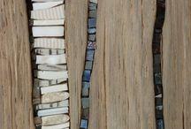 tableau en bois et porcelaine  et cailloux
