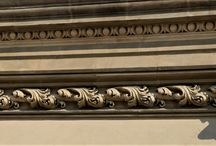 Dekoracyjne elementy architektury. / Ornamenty architektoniczne i inne ozdoby budynków.