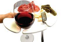Piatto Aries - Wine & Dine / Aries permette di servire pietanze, bicchiere, posata e tovagliolo su di un unico piatto, grazie al design ergonomico ha il vantaggio di poter essere tenuto con una mano