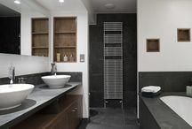 diverse løsnigner til bad. hyller, lys, speil