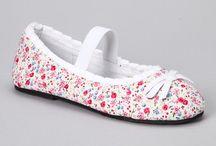 sapatos infantis girl / by Avery Ravasio