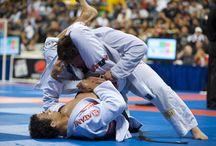 Braziliaans jiu jitsu Lelystad / Wat is Braziliaans Jiu Jitsu (BJJ)? Braziliaans jiu-jitsu (BJJ) is een vechtkunst/vechtsport, waarbij word gevochten in een Gi (een soort judopak).