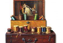 Les chantournés / Les chantournés sont des pièces de bois planes découpées selon le contour des différents objets représentés.