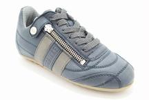 Bikkembergs schoenen / Bikkembergs kinderschoenen en schoenen vindt je bij Warmerschoenen.nl   Bikkembergs is een super trendy sneaker merk gemaakt met geavanaceerde materialen, en tevens verkrijgbaar in meisjesschoenen en jongensschoenen.   We hebben een uitgebreide collectie Bikkembergs kinderschoenen, Bikkembergs dameschoenen en bikkembergs sneakers.