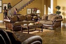 Amerikai ülőgarnitúra / Bútorboltunk 1995 óta forgalmazza az amerikai Ashley bútorokat, cégünknek személyes jó kapcsolata van az Ashley bútorok gyártójával.   http://ulogarnitura.co.hu/amerikai-ulogarniturak