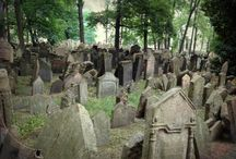 Ghetto Fabulous Graveyard: Prague's Jewish Cemetery / by My Life's A Trip