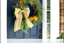 Fall Door Decor Ideas / Easy fresh arrangements for your most traveled entry!