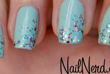 nails / by Niki Cicak