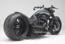 Häftiga bilar och motorcyklar