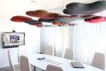 Akoestische Plafondpanelen / Diverse akoestische oplossingen voor montage aan het plafond. Alle producten dragen zorg aan een verbeterde akoestiek in (open) ruimtes.